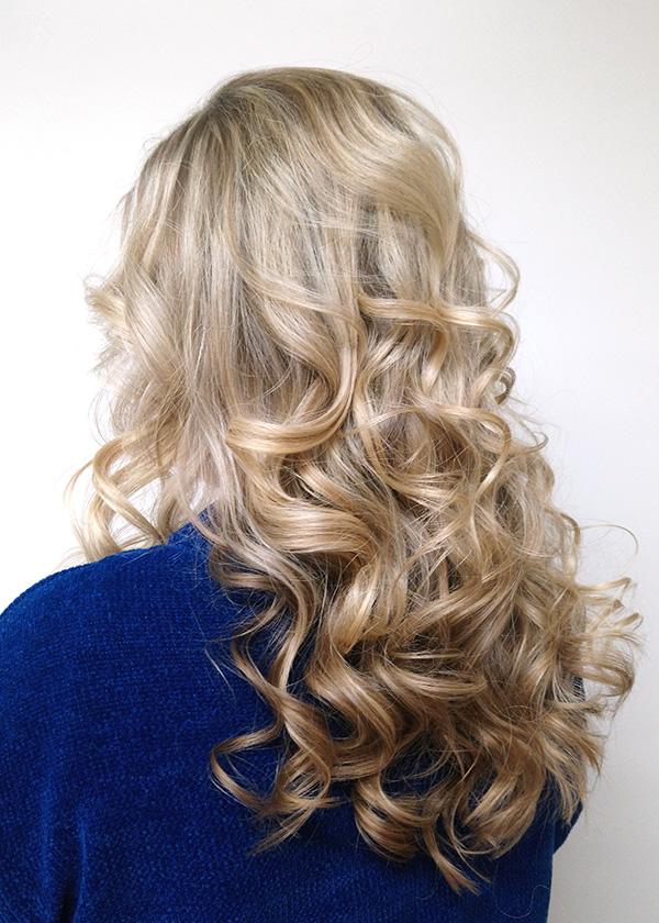 Vaaleat folioraidat koko hiuksissa