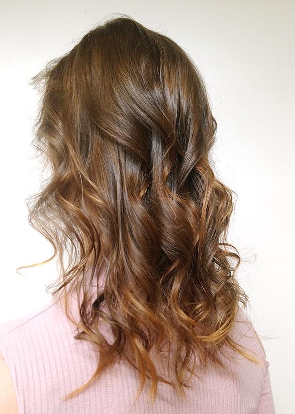Luonnonhennalla värjätyt hiukset
